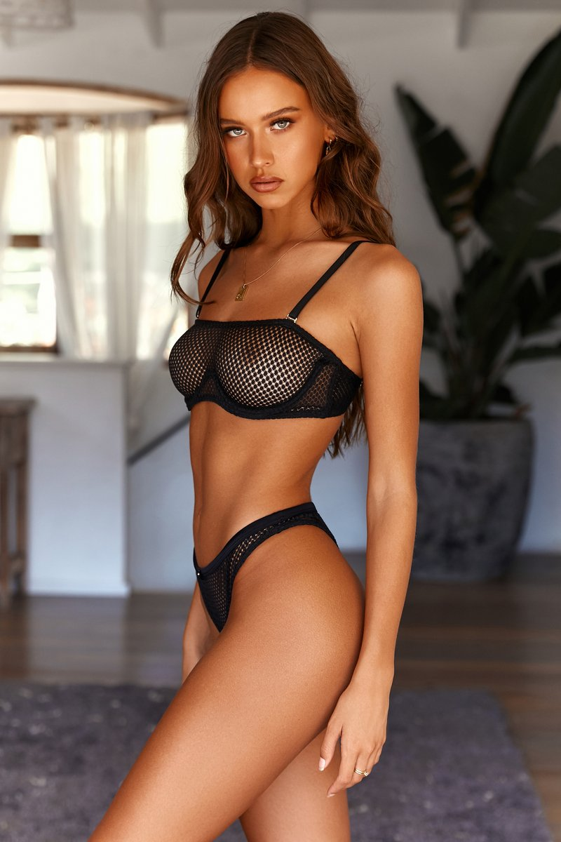 Express your status with high class escorts UA